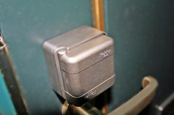080202_lock2lock2.jpg
