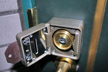 080202_lock2lock3.jpg